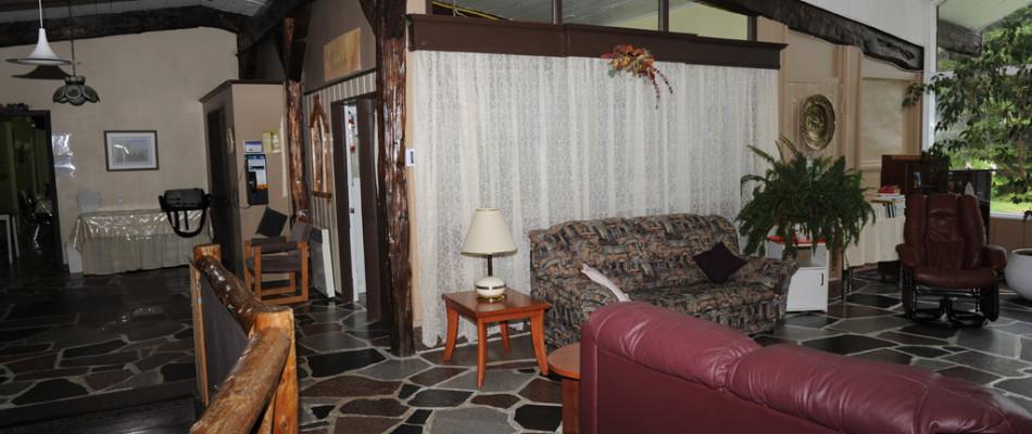 Vue panoramique agrémentée par la chaleur du foyer